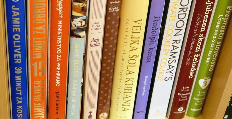 Knjižna polica kuharskih knjig