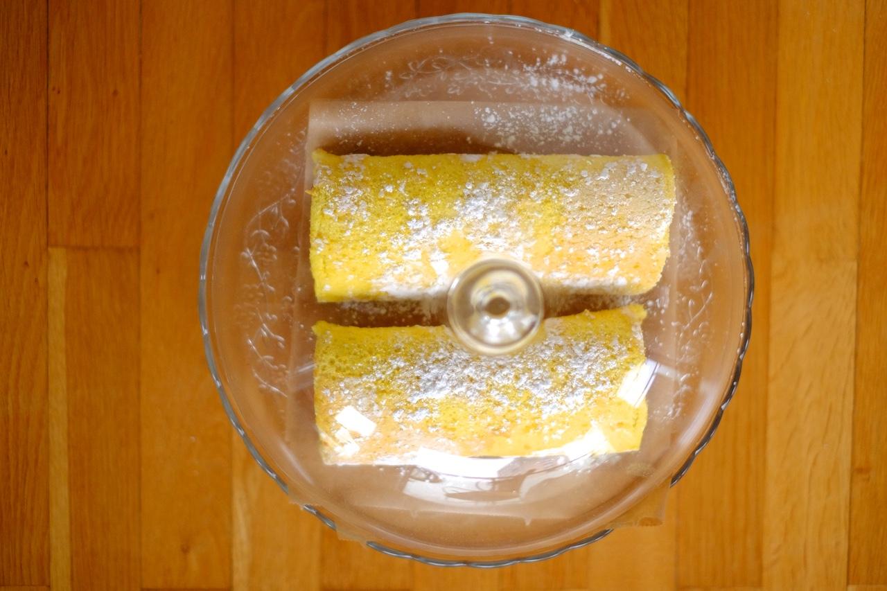 Rolada z domačo slivovo marmelado