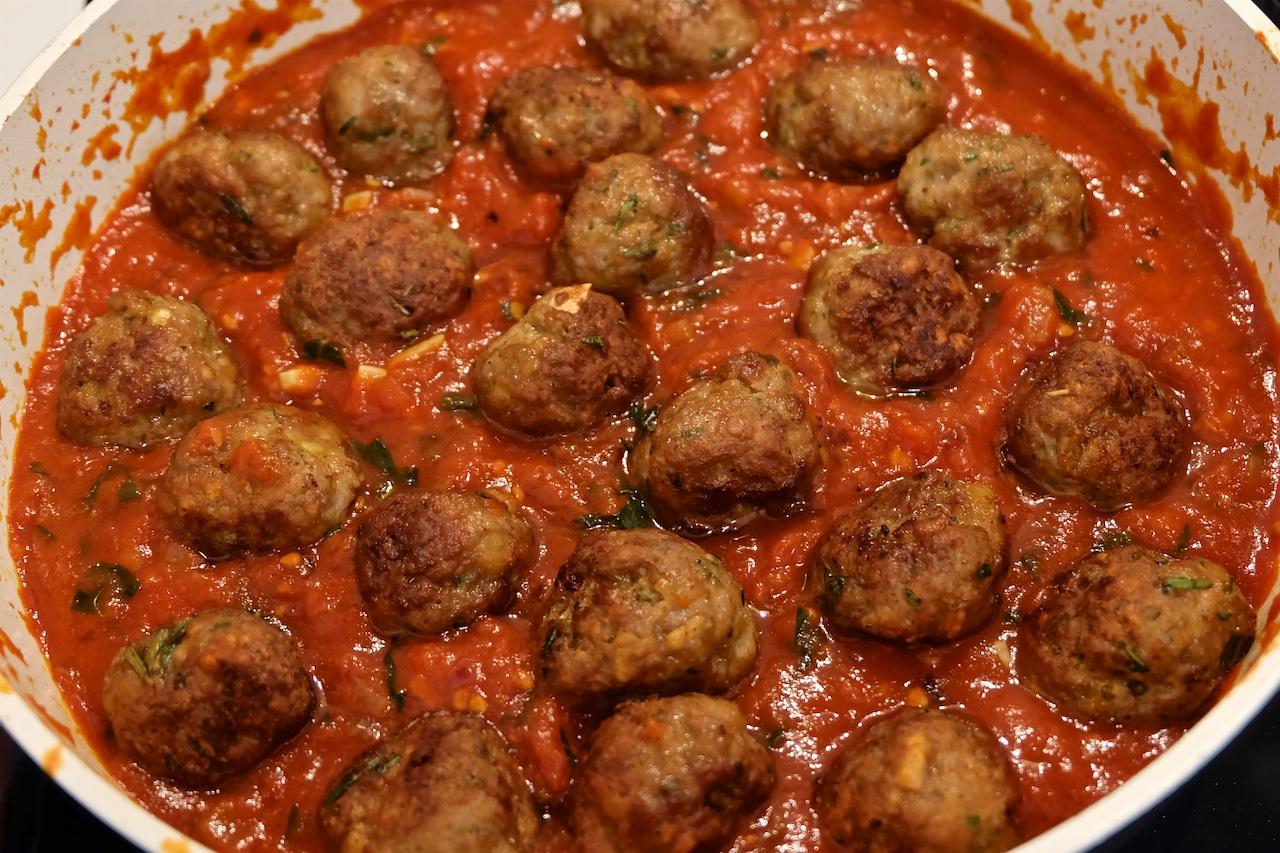 Mesne kroglice in špageti